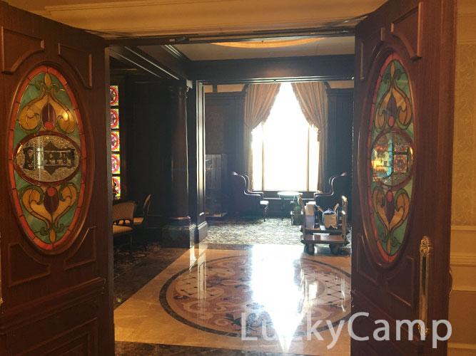 ディズニーランドホテル コンシェルジュ サロン 入り口 画像